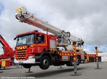 <h2>Camion bras élévateur articulé - Magnanville - Yvelines (78)</h2>