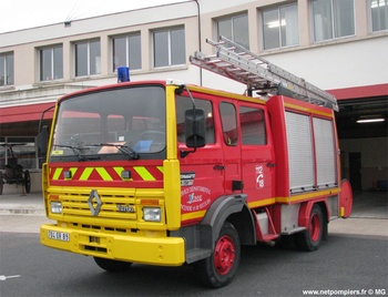 #9806 Fourgon-pompe tonne léger Camiva, châssis Renault, Sapeurs-pompiers, Yonne (89). Photographie MG - 2017