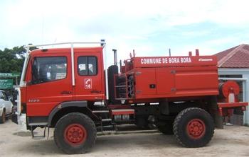 <h2>Camion-citerne pour feux de forêts - Bora-Bora - Polynésie-Française (987)</h2>