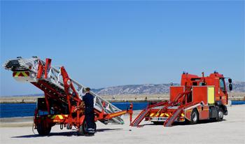 Echelle sur porteur motorisée, Marins-pompiers de Marseille, Bouches-du-Rhône (13)