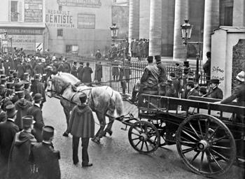 Départ attelé de la Caserne Malar en 1905