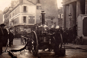 Pompe à vapeur en départ depuis le poste Malar à Paris