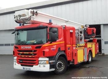<h2>Camion bras élévateur articulé - Saint-Nazaire - Loire-Atlantique (44)</h2>