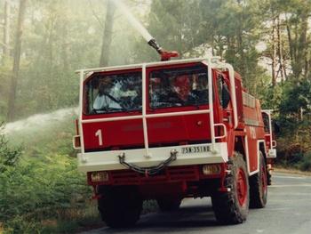 Camion-citerne pour feux de forêts, Formations militaires de la Sécurité civile, Charente-Maritime (17)