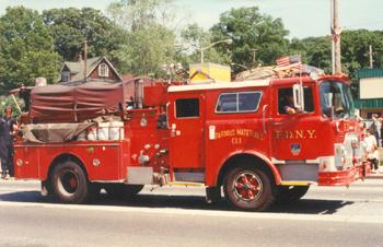 Véhicule Hazmat (Hazardous Materials) de la 1ère compagnie des pompiers de New York